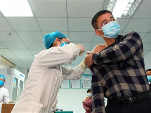 F0 sau khi khỏi bệnh có cần tiêm vắc xin không, nên tiêm lúc nào: CDC Mỹ khuyến cáo
