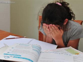 Chỉ vì 1 dòng tin nhắn mẹ gửi riêng cho cô giáo, bé gái 7 tuổi bị phụ huynh cả lớp đòi đuổi khỏi trường với lý do không tưởng