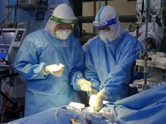 Sản phụ mắc COVID-19 kiên cường nhất ở TP.HCM đã xuất viện