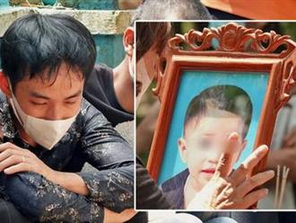 Đám tang bé trai mất tích: Người cha khóc ngất 'mới sáng còn vui đùa với con, vậy mà'