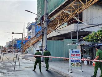 """Phú Yên: """"Cứng người"""" đứng nhìn cẩu tháp rơi từ tầng 20 xuống đường"""