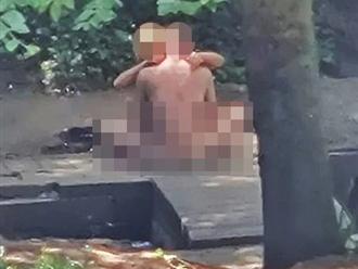 Khỏa thân ân ái bất chấp giữa công viên, cặp đôi bị cảnh sát bắt giữ