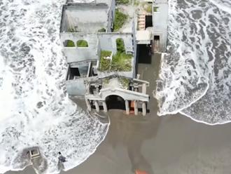 Video: Căn biệt thự trôi dạt vào bờ biển thu hút du khách nhờ mạng xã hội