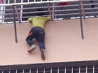 Tai nạn thương tâm ở nhà cao tầng đã quá nhiều, các bậc cha mẹ phải làm ngay việc này để giữ an toàn cho trẻ nhỏ