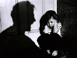 Bé gái 6 tuổi tử vong bất thường, nghi bị bạo hành