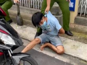 Bị kiểm tra, thanh niên giấu ma túy trong người rút dao đâm công an